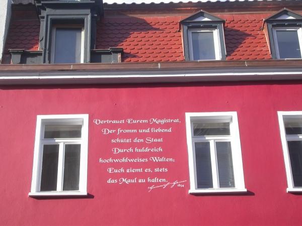 Heine-Zitat auf Fassade in der Dudweilerstraße, 2. Stock