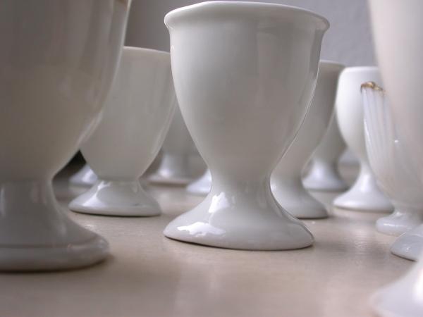 Eierbecher weiß Porzellan antik