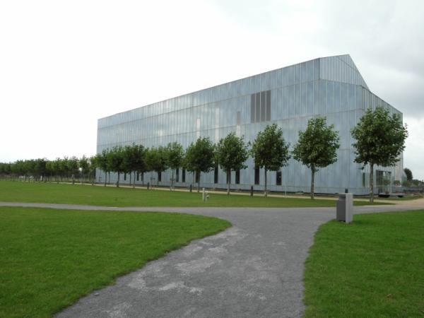Der Museumsbau tarnt sich als Himmel.