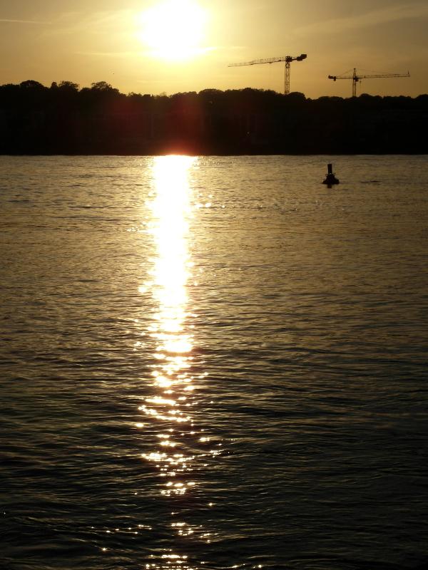 Gold auf dem Wasser.